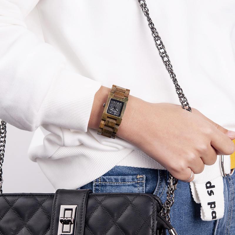 Minimalist women wristwatch