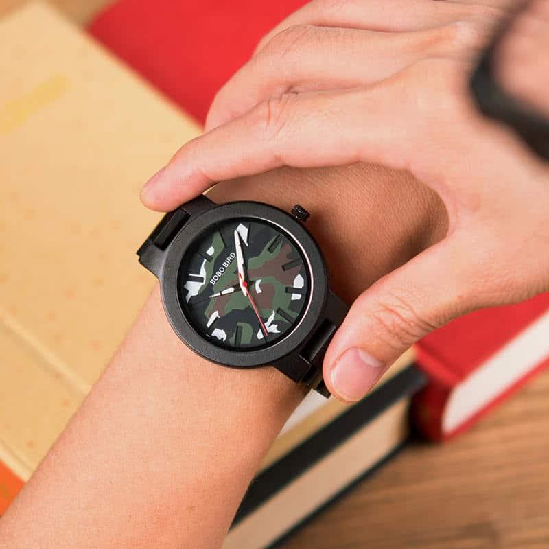 Ebony Wood Classic Quartz Wristwatch 2